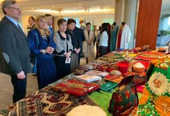 Turkmen Brand AÝM Showcased Its Handicraft Products in Paris