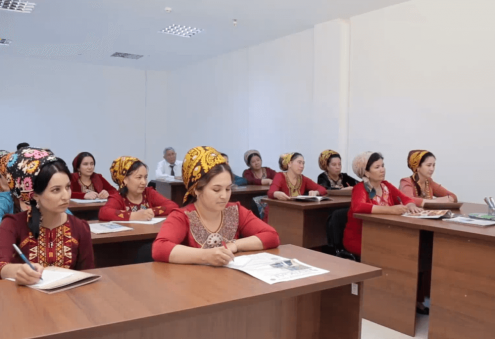 School of Entrepreneurship Launches Courses for Seamstresses and Waiters
