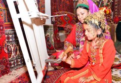 Turkmen Businessman Exports Around 1000 Square Meters of Carpet Products
