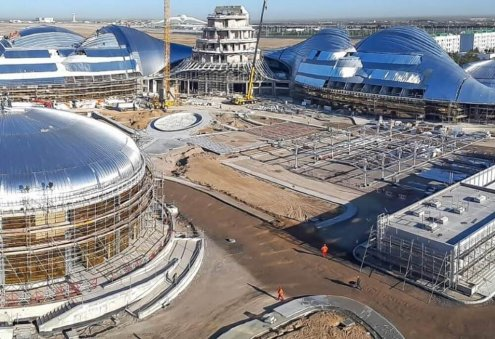 Turkmen President Inspects Construction of New Hotel, Park in Ashgabat