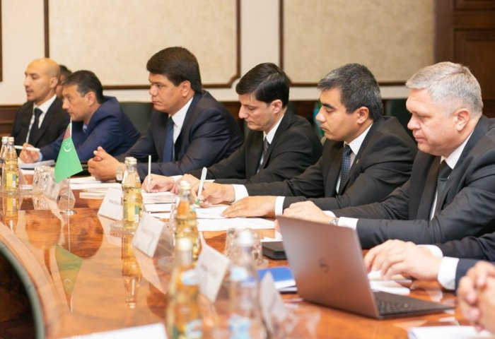 Turkmen and Russian Officials Discuss Cooperation in Logistics