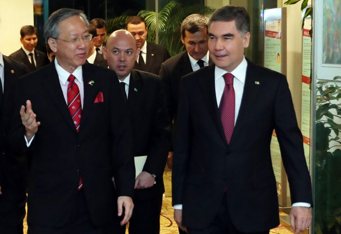 Turkmen President Meets With Singaporean Business Circles