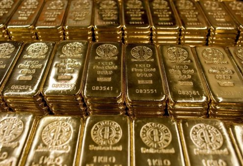 Gold Price Tops $1,900 Per Ounce, Heads Toward Record