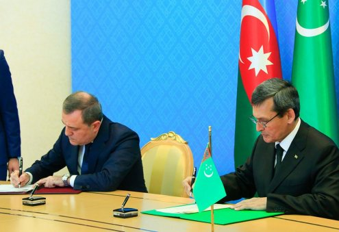 Turkmenistan, Azerbaijan Ink MoU on Joint Development of Hydrocarbon Field