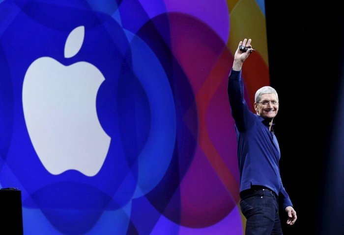Apple CEO Tim Cook Becomes Billionaire
