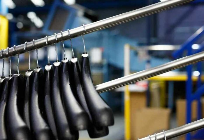 Entrepreneur in Lebap Exports Over 26 Thousand Hangers to Uzbekistan